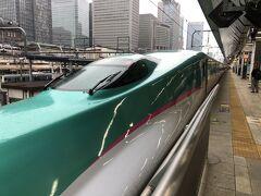 東京は雨。大宮でかなり乗客が増える。仙台、盛岡でもあまり降りる客がおらず、50%以上の乗車率をキープ。