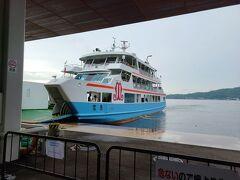 宮島へのフェリーは宮島松大汽船とJRの二つがありました。 約10分程の船旅です。