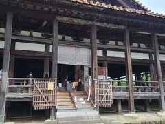 豊国神社(千畳閣)はすぐお隣です。 豊臣秀吉の命を受けて造られたという、歴史を感じます。