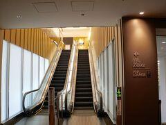 伊丹の改修後、初のANAの利用。  ANAラウンジに大人の階段ができてる(・∀・)