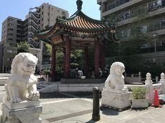 山下町公園へ 東屋がいいだけど 鳩が多くてね  台湾のお婆ちゃんが最近いない 歩道の端で食材並べてて どうしたんだろう 夏、熱いからお休みならいいんだけど