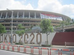 「オリンピック開催中の新国立競技場」に行った というのが重要なんです!  本日はサッカーの予選が行われているそうですが、何分無観客のため、全く歓声も聞こえてこないので、現在行われているのかどうかもわかりません