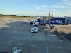 広島駅から空港リムジンバスに乗り、広島空港へ。 約50分程です。  帰りの飛行機です。