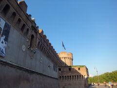ヴァチカン市国のすぐそばにあるサンタンジェロ城です。中は入っていないですが、何度かこの前を通りました。