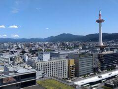 さらに「新快速」を乗り継いで、京都までやって来ました。京都盆地は、灼熱の暑さ。。