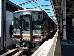 さて、綾部から舞鶴線を乗り継いで、東舞鶴へと向かいます。。