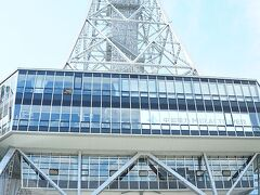 名古屋栄にあるテレビ塔(中部電力ミライタワー)。先日、友人と展望塔まで階段であがるというのにチャレンジ。