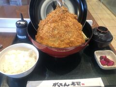 最後に海老名SAのがってん寿司で特アジフライ定食(@1,050円) 大きすぎで胸焼けが・・・