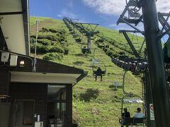 広井酒店から程なく ジオスポット大室山へ到着。山頂まではリフトアップ@700円