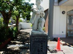 その隣が「高槻カトリック教会」は現役のカトリック教会、  市内に在る二つ目の高山右近像で、真向かいには右近顕彰碑も建立されてました。 そして、洗礼名をユストとありました。