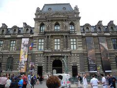まずは前回来た際に入口が分からなくて断念したルーヴル美術館です。