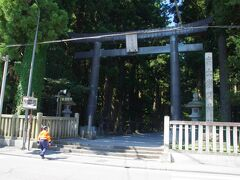 北口本宮冨士浅間神社 鬱蒼としていました。