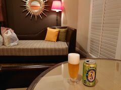 バルコニーを眺めながらビールタイムです。 オリオンビールの75を頂きました。 本日の活動はこれにて終了です (-。-)y-゜゜゜