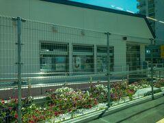 ■江見駅  2020年8月に新駅舎が共用開始された江見駅。  郵便局と一体となっていて、郵便局の局員が乗車券販売等を行なっています。