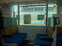 ■浜金谷駅  当駅で列車交換のため3分停車。  東京湾フェリーの最寄駅なので当駅で多くの乗客が降りていきました。  東京湾フェリーは3月に乗りました。ただ、あいにくの曇天で景色を楽しめなかったのでまたリベンジしたいですね~  東京湾フェリーの旅行記はこちら↓ https://4travel.jp/travelogue/11681726