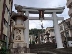 諏訪神社。 諏訪神社電停すぐ。