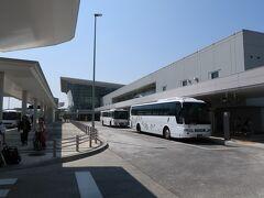 旭川空港から送迎車で営業所へ。10時前に出発。まず向かったのは、