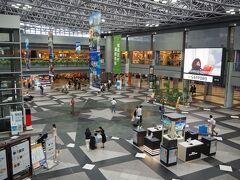 新千歳空港。 コロナ前に比べるとかなりの人出の無さに、少々戸惑う。 でも、人とぶつからずに歩けるので、このくらいがいいな~とも思ってしまう。ここで働く方々、勝手なこと思ってごめんなさい。