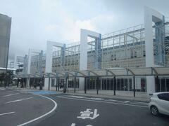 途中で宮崎駅に。何組か乗車しましたが、全員同じホテルで下車でした