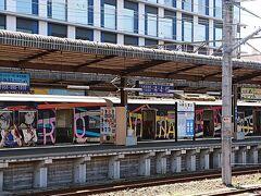 三島駅にアニメの痛車のような電車を発見。