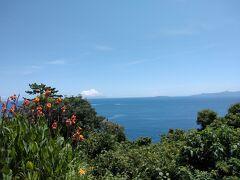 昼食後は真鶴岬へ。今日は快晴♪ 初島や大島がはっきり見えます。