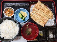 珍しいメニューの、「白焼き定食¥4,140」を注文。