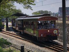 碓氷峠鉄道文化むらに戻ると、ちょうどトロッコ列車が出発するところだった。