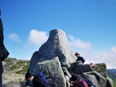 私が山頂にいる間に岩の天辺に登る強者はいなかったなぁ。