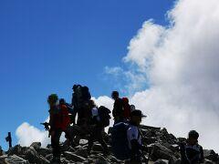 9:47木曽駒ケ岳到着。山頂には沢山の人が絶景を楽しんでいた。 4年越しのリベンジ達成~山登り続けてきてよかった~