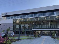 長野から11分で、立派な駅舎の飯山駅に到着