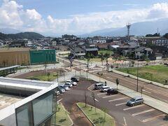 飯山から先の行程は決めておらず、駅で色々と思案した挙句、長野・松本経由で東京に戻ることにした。 本来なら、どこかで観光したいところだったが、日差しがきつく外を歩き回るにはすでに厳しい状態だった。