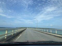 来間大橋を渡ります。