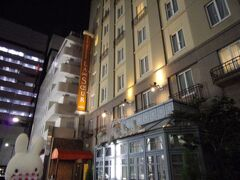 松屋銀座で購入したものを持って、ホテルへ戻ります。
