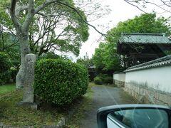 毛利家墓所前を通過。