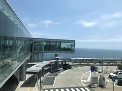 Day3  墓参りをしてから話題のJR日立駅へ。 駅から太平洋が見える絶景空間になっているという話です。  海側のエスカレーターから。