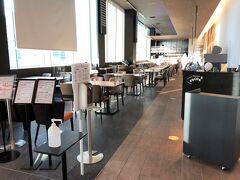 横浜みなとみらい・新高島『Yokohama Tokyu REI Hotel』9F【ENCORE】  『横浜東急REIホテル』のビストロチャイナ【アンコール】の写真。  レストランは新型コロナの影響で、現在、ディナーはコースのみの 受付&事前予約制となっております。 予約をしていない方は入店できません。  洋食と中華をアレンジした新感覚カジュアルレストラン。 ライブのアンコールのように、「もう一皿!もう一杯!」と 食事とお酒がすすむ、楽しいひとときを。   新型コロナの影響で営業時間が変更しています。  <営業時間> 朝食 7:00~10:00 (L.O.10:00)  ランチ 11:30~14:30 (L.O.14:00)  ディナー 17:30~20:00 (L.O.19:30)  ※近隣イベントによって営業時間を変更いたします。  <朝食料金> セットメニュー 1,870円、小学生 以下 1,100円