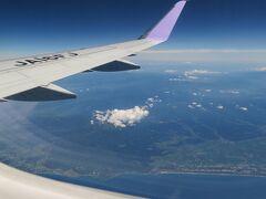 やがて庄内空港、酒田港が見え、東北の名峰・鳥海山が見えましたが、あいにく白い雲が邪魔して全容は見えず残念。