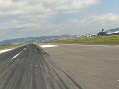 伊丹で無事奄美便に搭乗っ! 羽田で奄美便のクラスJが取れた! 1列目だけど、3席でひとり・・・ラッキ~