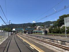 東海道線の根府川駅に到着、ここからスタートです。