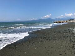 砂浜に降りてきました。
