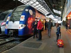 パリのサン・ラザール駅を出発。
