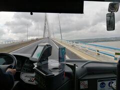 ル・アーヴルの駅前を出発してノルマンディー橋を渡り、約30分で到着。