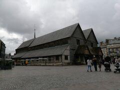 フランスに現存する最古の木造教会、サント・カトリーヌ教会。