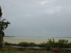 台風で海の色が黄色い与那覇湾