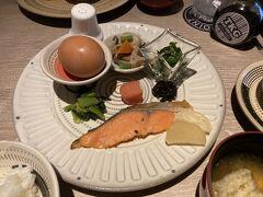 2日目の朝食は和食にしました。初日の洋食もですが、朝食会場のカフェ入口の写真が残念に思える、とても満足なモーニングセットでした。