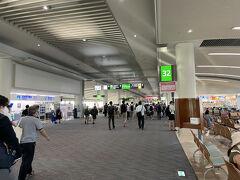 定刻より少し早く那覇空港に到着。  フォロワーさんの泊まるホテルがたまたま同じ駅だったので、そのままご一緒することに