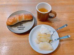 7/2(金) 朝食はツルヤで買ったりんごとココラデでおまけで頂いたパン