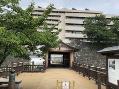 福井城山里口御門から入ります。