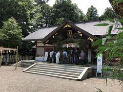 続いて足羽神社へ。  此方でも神職さん指導の下、芽の輪くぐりが行われていました。