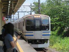 """5月24日お昼前。 JR横須賀線衣笠駅から旅を始めます。 新型車への置き換えが進んでいる従来車(E217系)。 全車引退間近になってからの""""加熱""""に巻き込まれない今のうちに日常の姿を記録、そして記憶にとどめておきたくって、今回は電車の写真も多めに撮っておきました。"""